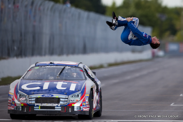 30 August, 2009: Carl Edwards makes a final lap pass on Marcos Ambrose to win a rain filled running of the NAPA Auto Parts 200 presented by Dodge, in Montreal, QC,